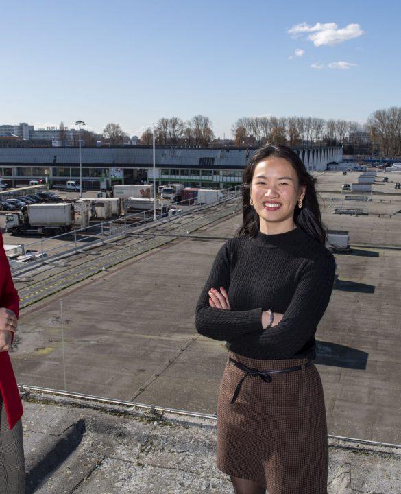 Jingjing Zhao en Sara Guendouz op het experimentendak Rotterdam
