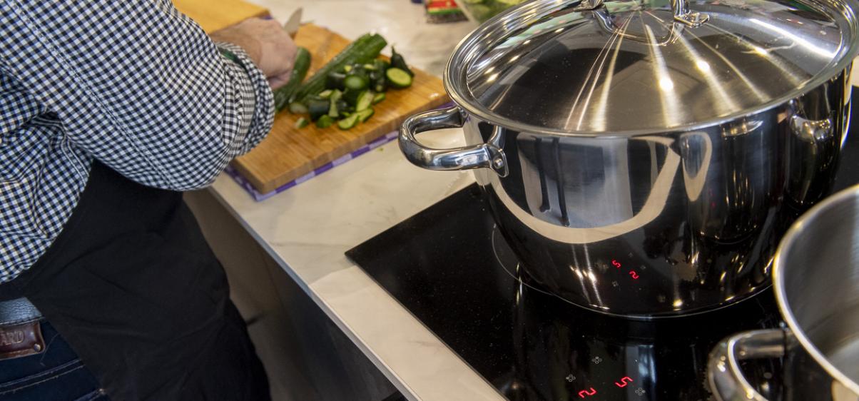 Pan op elektrische kookplaat